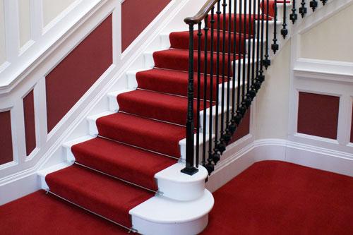 چگونه فرش روی پله ها را تمیز و نو نگاه داریم؟